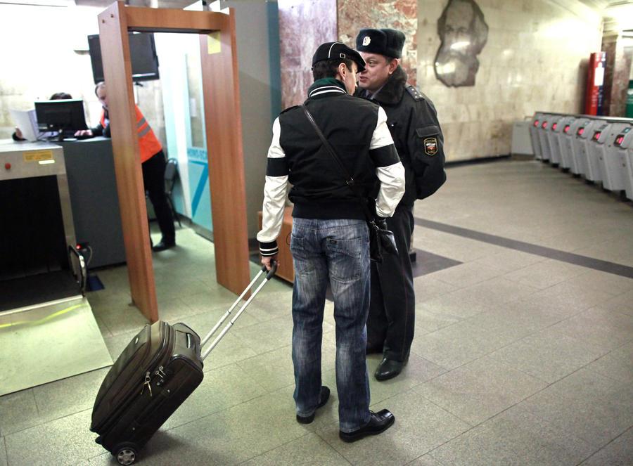 Пассажиров московского метро обяжут проходить через металлодетекторы