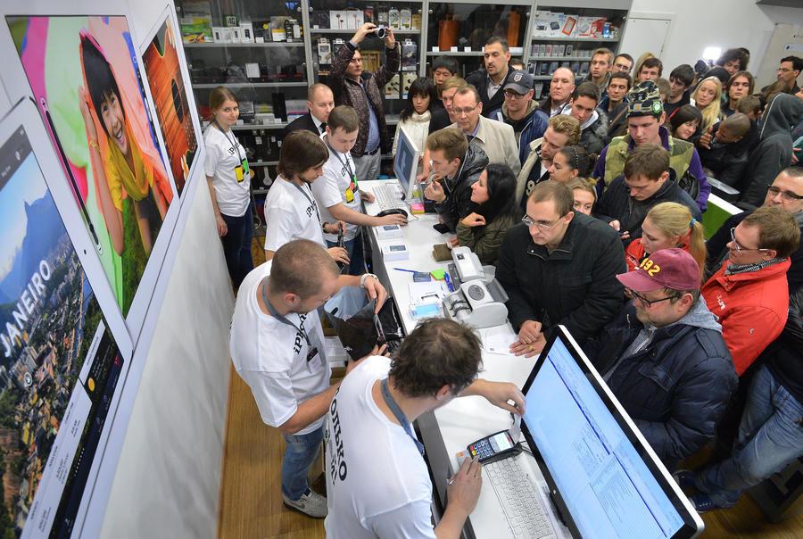 Начало продаж iPhone 6: День испытаний для фанатов техники Apple