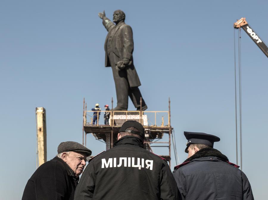 Битва за вождя: сторонники и противники сноса памятника Ленину сцепились под Одессой