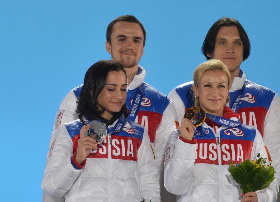 В Доме болельщиков олимпийской команды России поздравили фигуристов-чемпионов