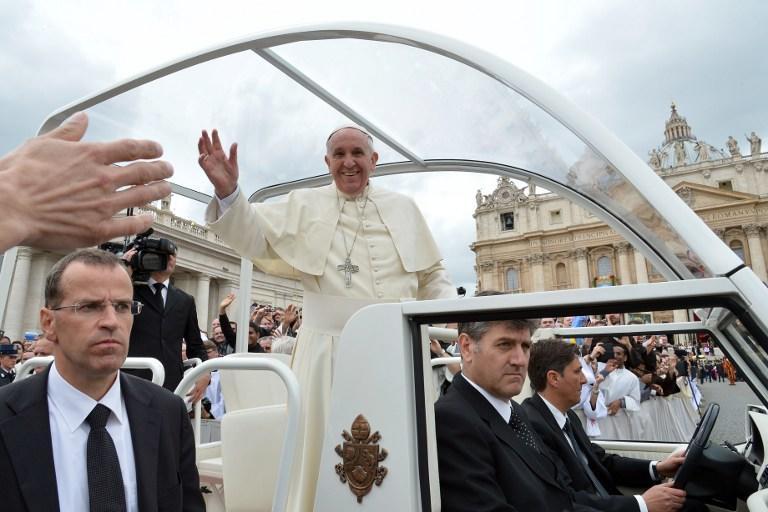 Папа Римский окончательно отказался от бронированного автомобиля
