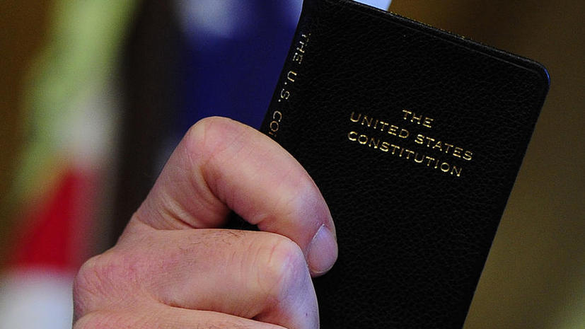 Полиция  запретила  студенту американского колледжа распространять Конституцию США
