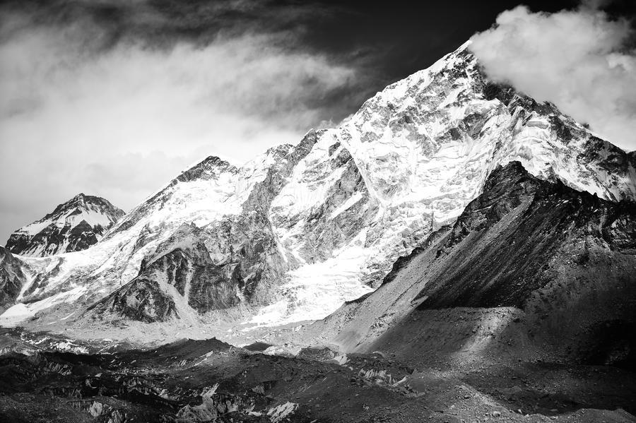 Группа российских альпинистов в Непале вышла на связь