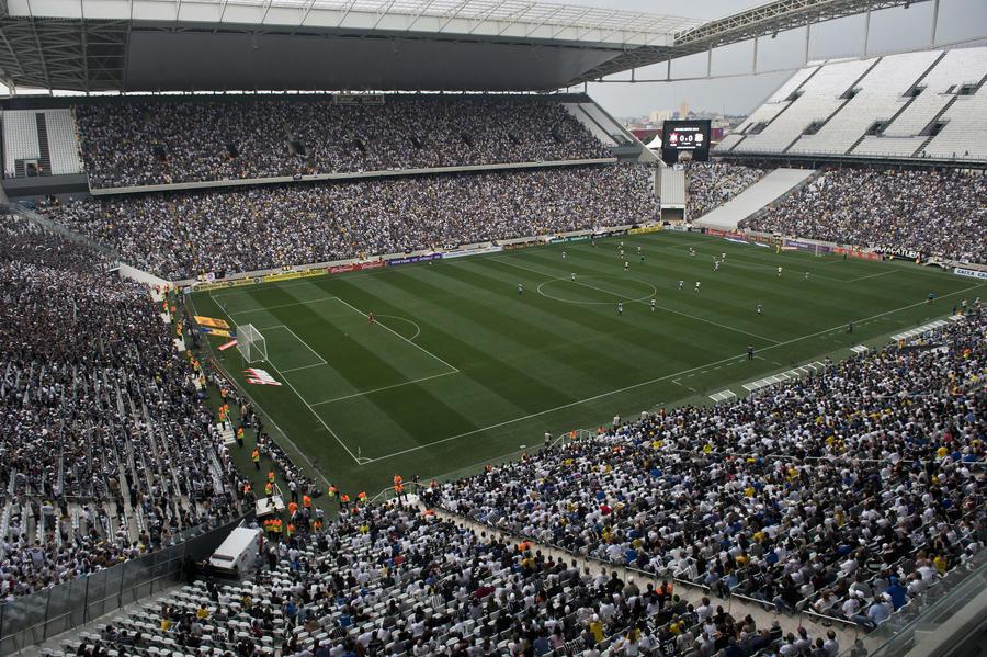 Первый матч комом: стадион бразильского ЧМ по футболу обновили под проливным дождём