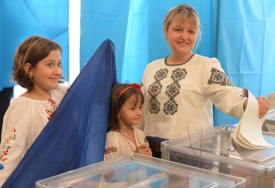 Выборы на Украине начались сотнями мелких нарушений