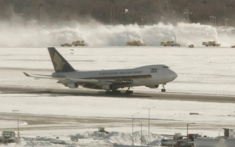 Задержки авиарейсов из-за морозов в США стоили авиакомпаниям более $1 млрд