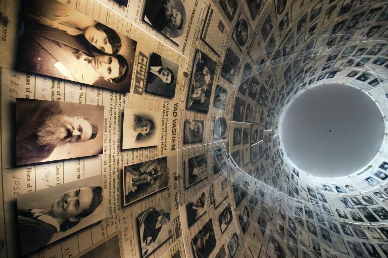 Шведский художник рисует картины пеплом жертв Холокоста