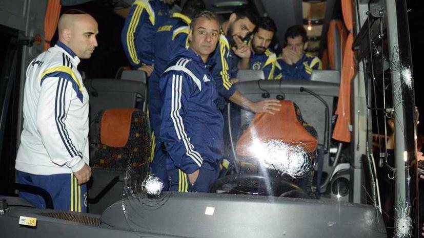 На автобус со стамбульской футбольной командой «Фенербахче» совершено вооружённое нападение