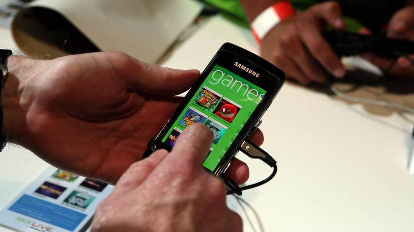 Исследование: пристрастие родителей к мобильному телефону пагубно влияет на развитие детей