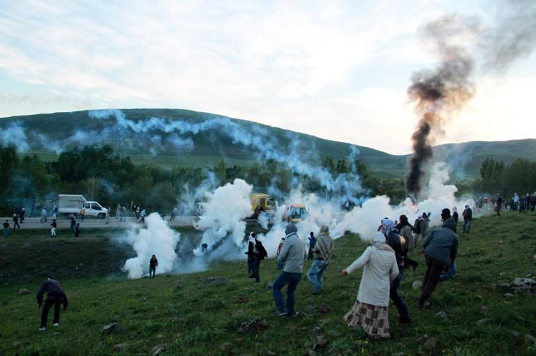 На юго-востоке Турции произошли столкновения между силовиками и курдскими демонстрантами, погибли два человека