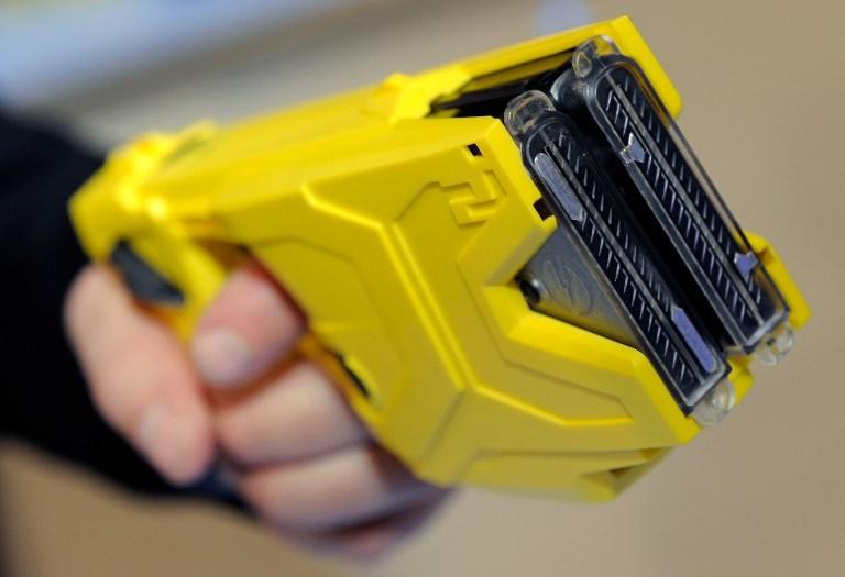 Лондонские власти увеличат число полицейских с электрошокерами