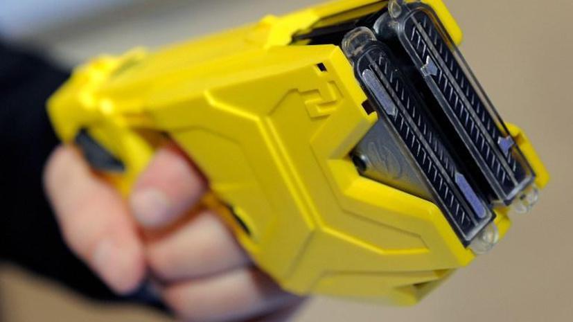 В Калифорнии полицейский выстрелил подростку в пах из электрошокера