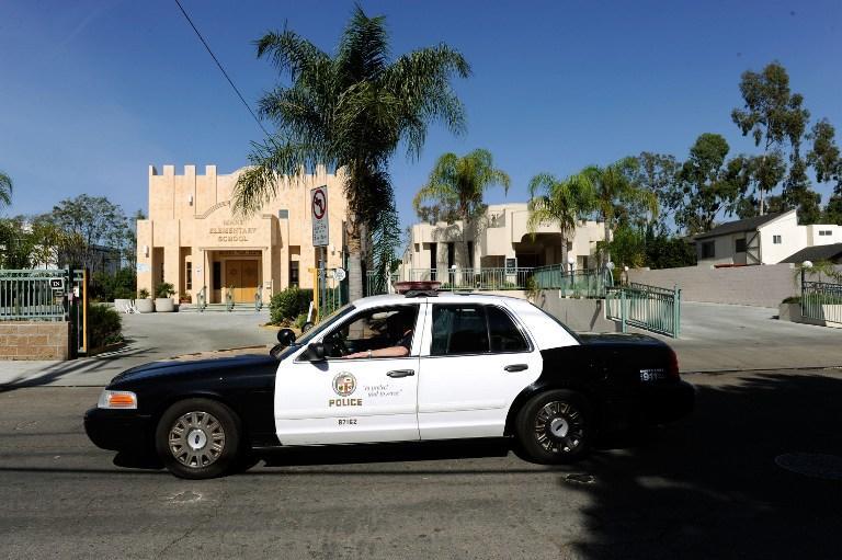 В Голливуде новая забава: телефонные хулиганы вызывают полицию в гости к звездам