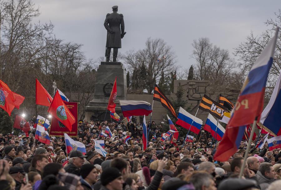 Forbes: Западу придётся смириться с тем, что жители Крыма счастливы быть частью России