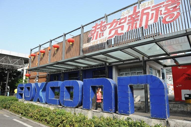 Китайские фабрики смерти: трое рабочих завода Foxconn покончили жизнь самоубийством