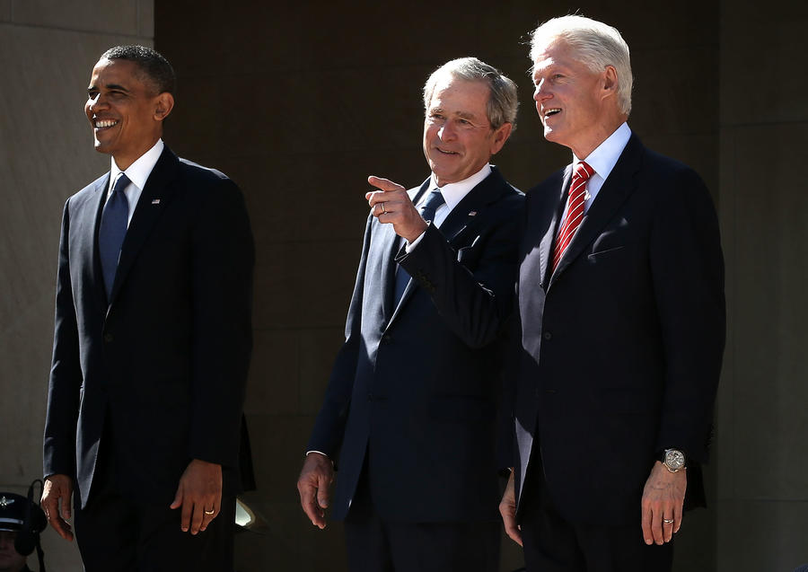 Опрос: Американцам надоели Буши и Клинтоны у власти