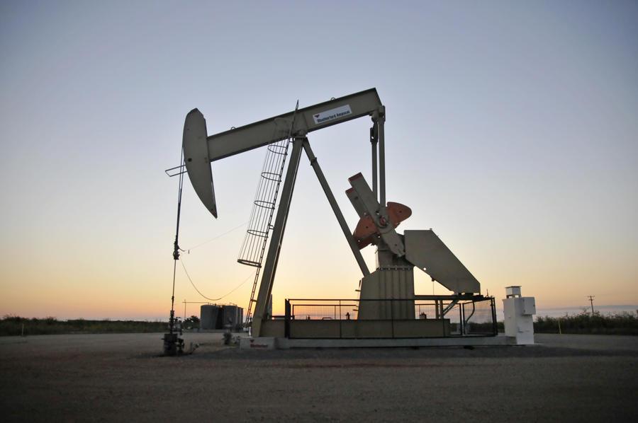 Американские нефтяные компании не спешат тратить резервы в надежде на рост цен