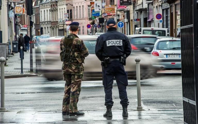 СМИ: Четверо выходцев из РФ и гражданин Австрии подозреваются в подготовке теракта во Франции