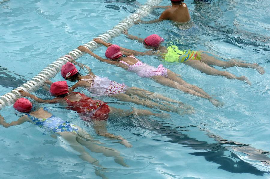 Мусульманской девочке запретили прогуливать уроки плавания