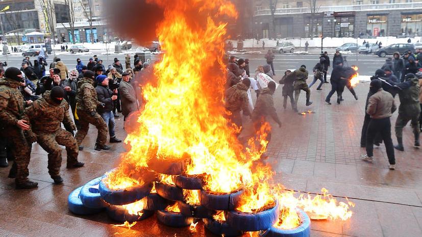СМИ: Из-за новых протестов под кабмином и АП Украины готовят подземные бункеры