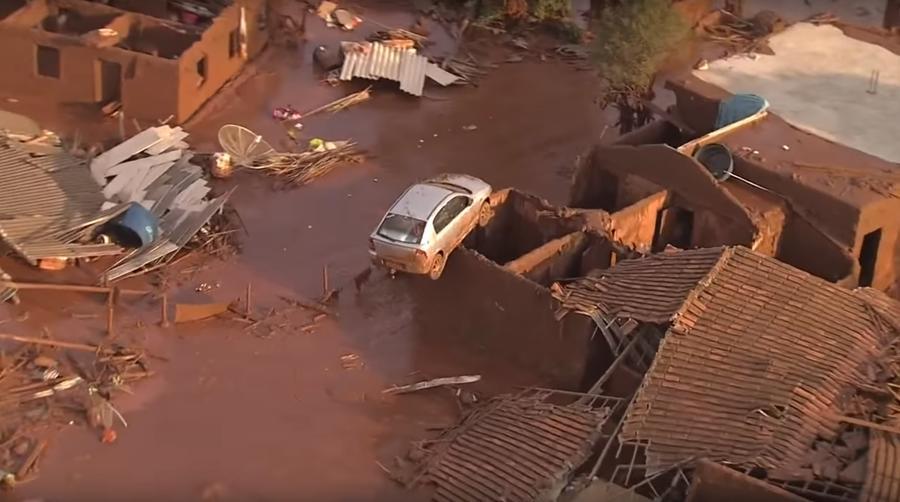 Из-за прорыва дамбы в Бразилии целый город оказался под водой, по меньшей мере 17 человек погибли