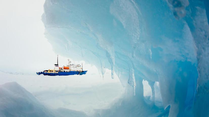 Экипаж «Академика Шокальского» будет встречать Новый год во льдах Антарктиды