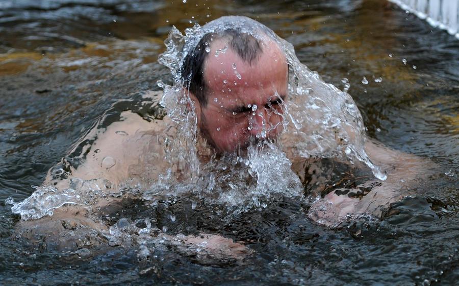 Московские власти устроят крещенские купели на площади Революции