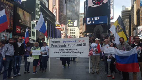 Жители Нью-Йорка устроили пикет в поддержку Владимира Путина перед выступлением в ООН