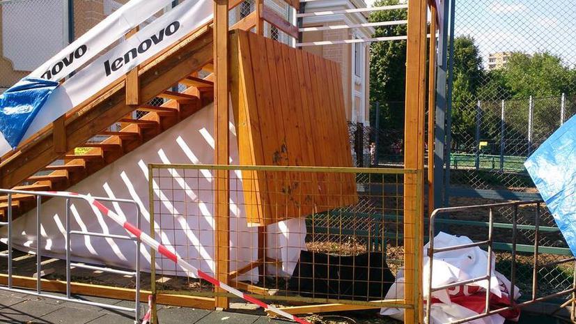 В Московском зоопарке рухнули подмостки с посетителями