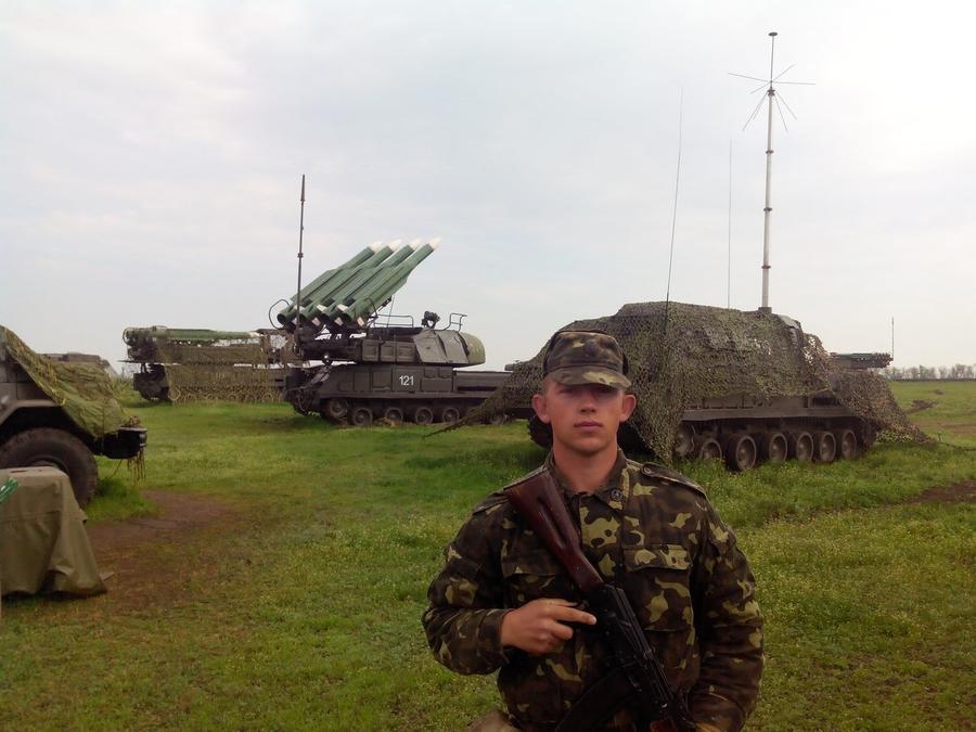 Солдата украинской армии затравили за фото на фоне «Бука»