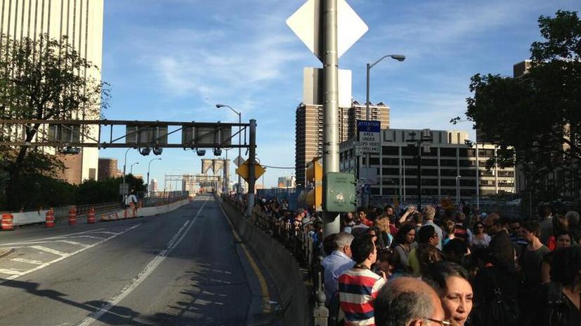 Бруклинский мост в Нью-Йорке перекрыли из-за подозрительного автомобиля
