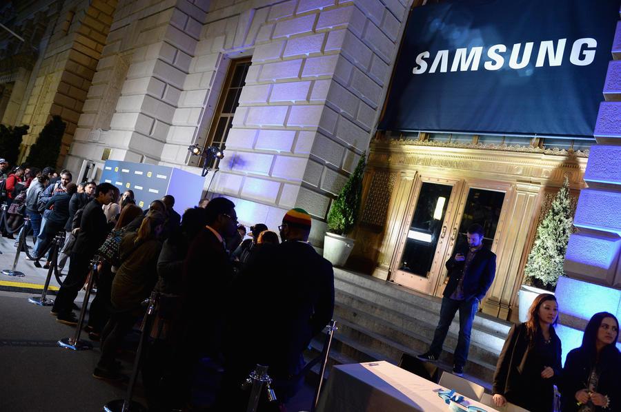 Apple попытается отнять у Samsung патент на популярный смартфон Galaxy S4