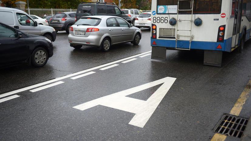 Крайние правые полосы столичных дорог могут сделать парковками