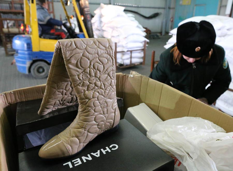 Почтовые компании возобновят доставку посылок в Россию