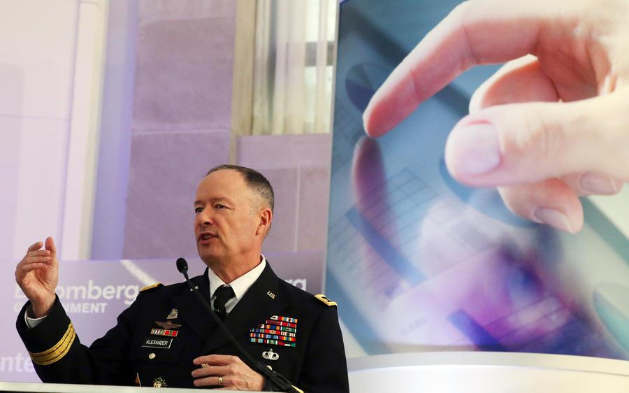 Обама отказался принимать отставку главы АНБ после разоблачений Сноудена