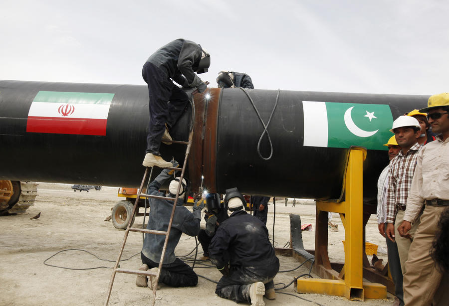 США грозят ввести санкции против Пакистана за иранский газопровод