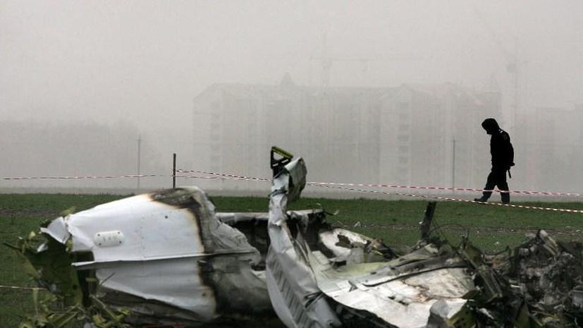 Двухместный самолёт упал на аэроклуб в Чехии