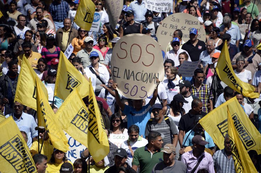 Журналисты в Венесуэле протестуют против нехватки газетной бумаги