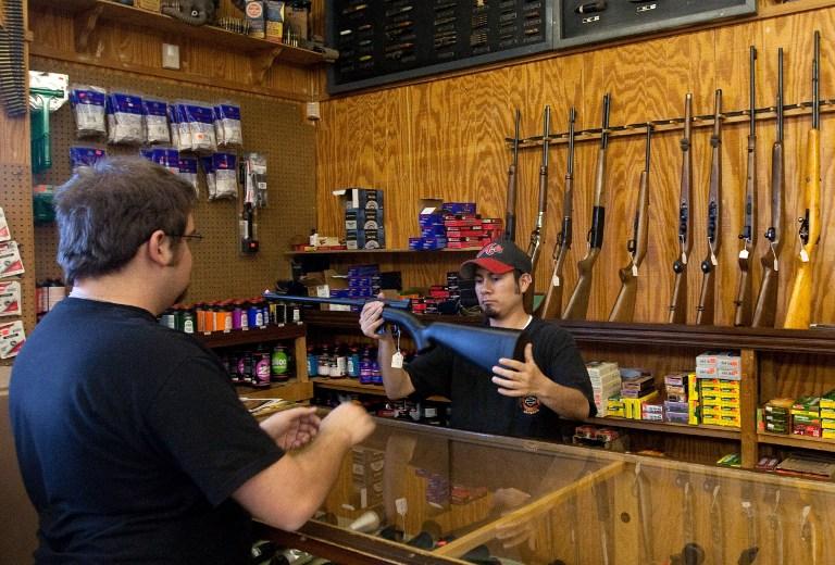 Продавец оружия из Аризоны запретил сторонникам Обамы приближаться к своему магазину