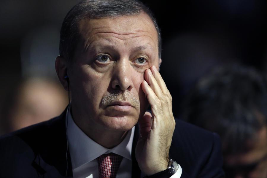 Пользователи соцсетей усомнились в подлинности истории о спасении Эрдоганом самоубийцы