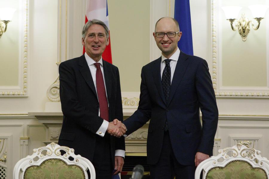 Великобритания и Польша отправят на Украину военных инструкторов