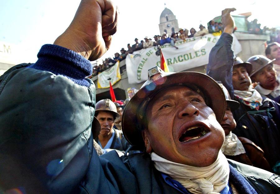 В Боливии владельцы нелегальных плантаций коки напали на полицейских