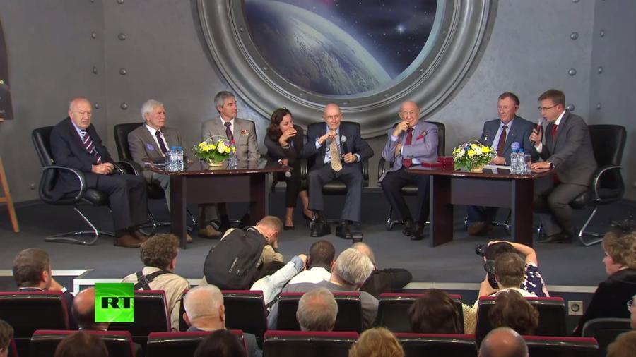 Командиры «Союза» и «Аполлона» поздравили всех с 40-летним юбилеем легендарной миссии