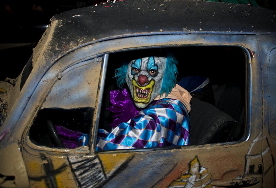 Вооружённые клоуны терроризируют жителей Калифорнии
