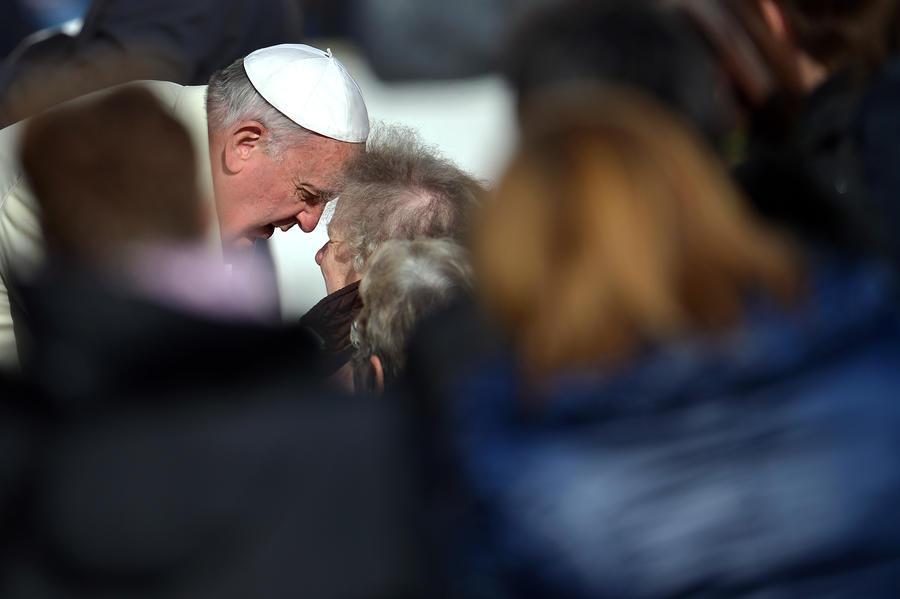 Папа Франциск по ночам участвует в благотворительных патрулях