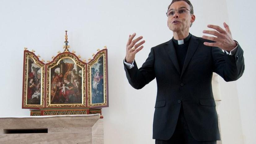 Немецкий епископ построил резиденцию на средства, предназначенные для многодетных семей