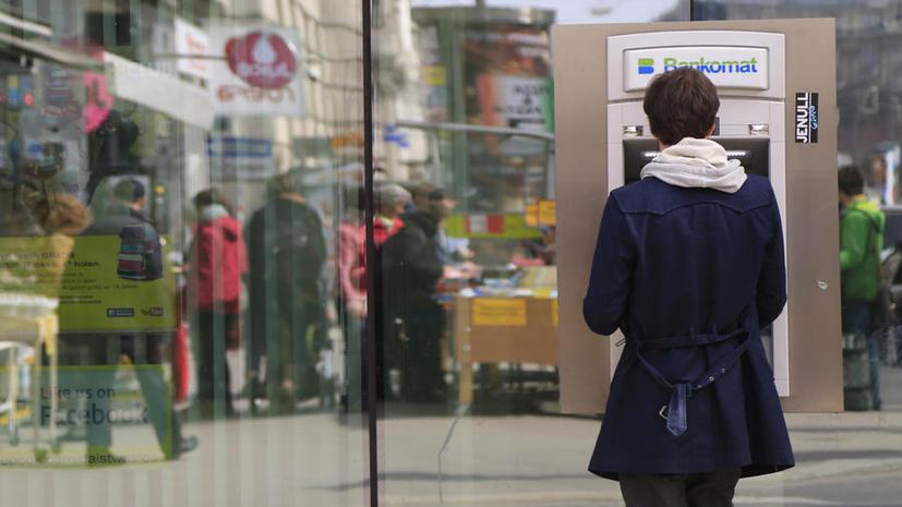 Владельцев банковских карт в Евросоюзе обложат дополнительной комиссией