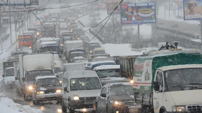 Снежный шторм превратил Москву в транспортный ад