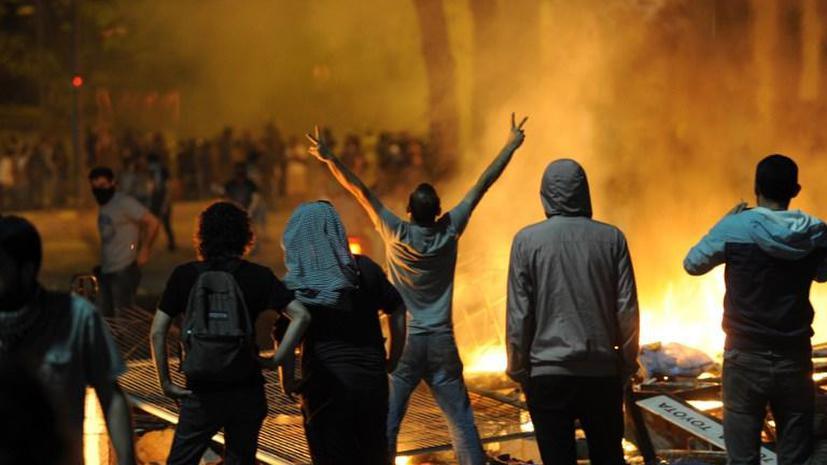 Бульдозеры, рабочие расчистили территорию стамбульского парка Гези