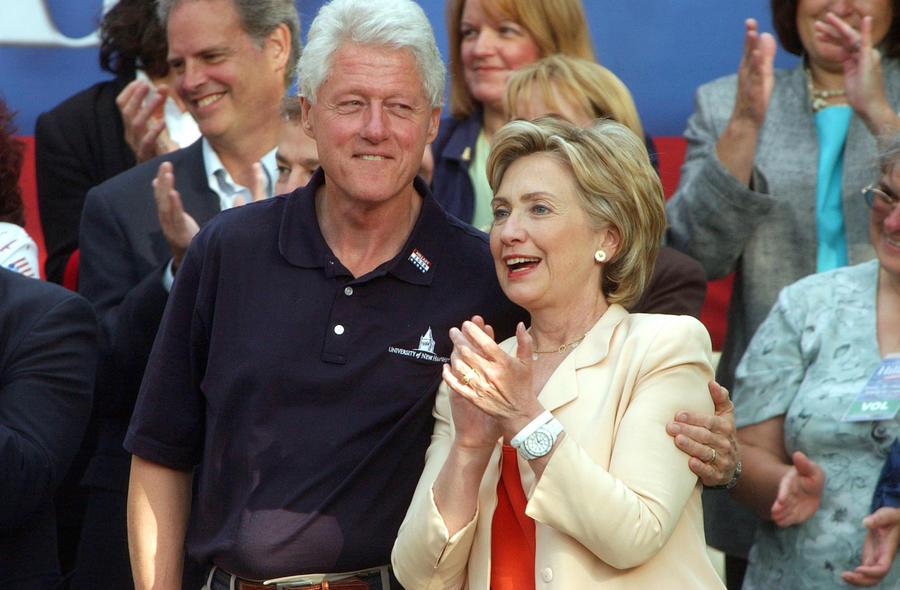 Чета Клинтонов стала самой обеспеченной президентской парой США